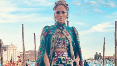 Jennifer Lopez, se muestra arrebatadora en este desfile de alta costura