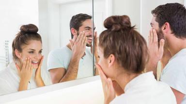 El error que cometes al aplicarte tus cremas faciales