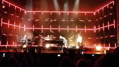 Pablo López en el escenario del Teatro Rialto de Madrid durante su 'Mayday & Stay Tour'
