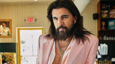 Juanes y su homenaje a los Beatles en el videoclip de su nueva canción 'Sin medir distancias'