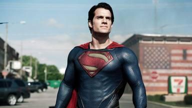 Henry Cavill da vida a Superman en 'El hombre de acero'