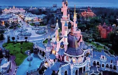 Gaudeix de Disneyland París sense sortir de casa