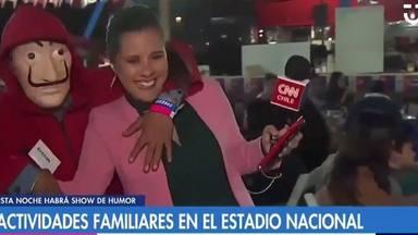 Un fan de 'La casa de papel' acosa a Marianela Estrada, reportera de Chilevisión y CNN Chile