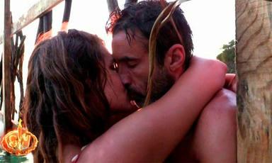Hugo e Ivana se besan apasionadamente en la isla de Supervivientes