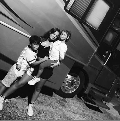 Foto inédita de Manuela, Dylan y Alma, los hijos de Alejandro Sanz