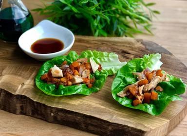 Wrap asiático de lechuga y pollo para una comida ligera idónea para el verano