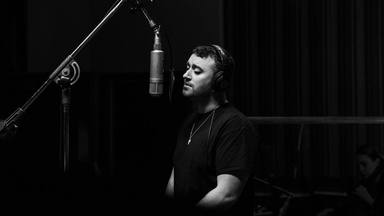 "Escucha aquí a Sam Smith con su reinterpretación de ""Fix You"" de Coldplay"