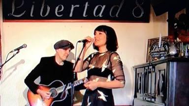 El mítico café madrileño 'Libertad 8' reunió en concierto a músicos como Amaral, Drexler o Marwan