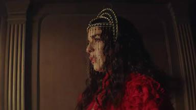Ruth Lorenzo presenta Crisálida y protagoniza un videoclip en el que se reserva un final inquietante