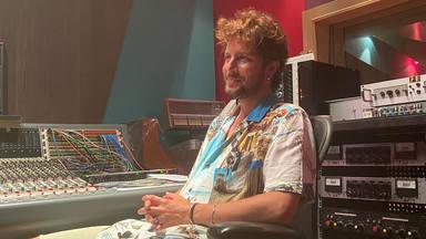 Manuel Carrasco vuelve al estudio de grabación para iniciar un nuevo proyecto