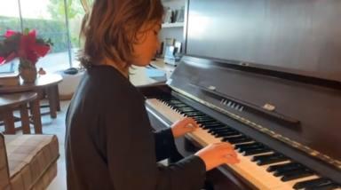 Jan un niño prodigio de la música tocando el piano