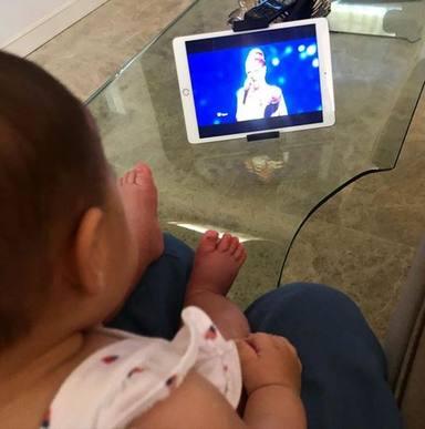 Vega, la hija de Pastora Soler, escucha por primera vez Quédate conmigo, su canción de Eurovisión
