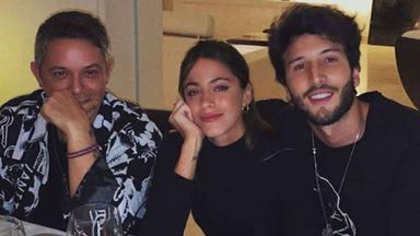 Alejandro Sanz, el mejor anfitrión, en su cena improvisada con Sebastían Yatra y Tini Stoessel