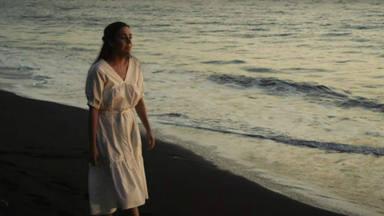 """Valeria Castro estrena su primer single """"Ay, amor"""" revelando un gran y diferente talento"""