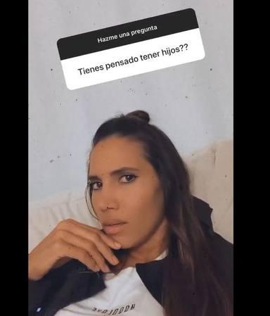 India Martínez respondiendo a la pregunta de sus fans