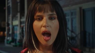 Nathy Peluso se come sus propias lágrimas en el videoclip de 'Mafiosa', recién estrenado