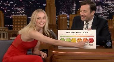 Sophie Turner (Sansa Stark) en el The Tonight Show, programa de Jimmy Fallon