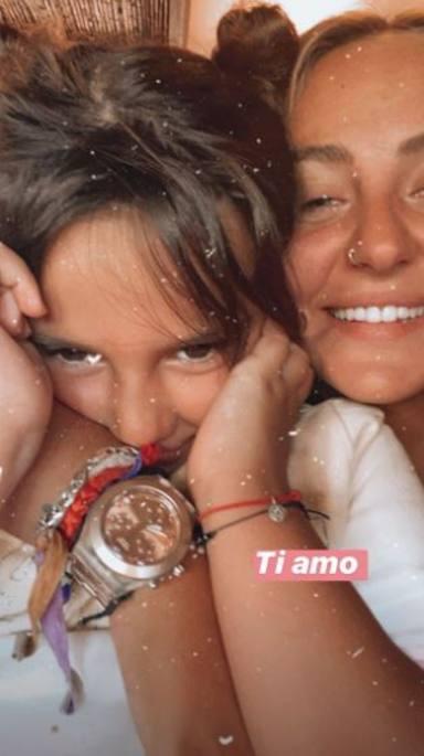 Rocío Flores junto a su hermana Lola