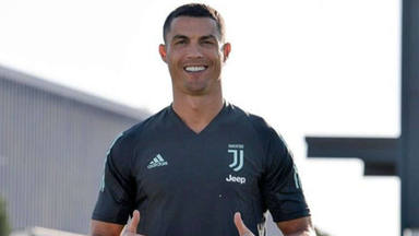 Cristiano Ronaldo aparece con un cambio de look