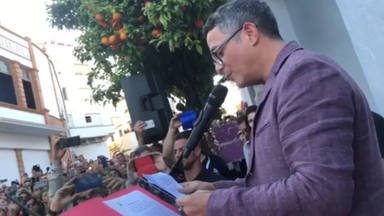 Alejandro Sanz, emocionado, leyó un poema en el pueblo de su madre