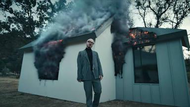 """J Balvin estrena el videoclip de """"Gris"""" perteneciente al álbum """"Colores"""""""