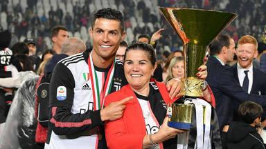 Cristiano Ronaldo recibe numerosas críticas por regalar un coche de lujo a su madre