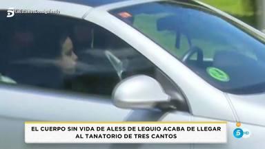 Carolina, la novia de Álex Lequio, a su llegada al tanatorio