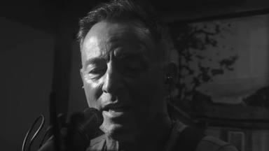 """Aquí está """"Goshts"""" que, según Bruce Springsteen, habla de la belleza y la alegría de estar con su banda"""