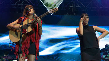 Rozalén lleva con éxito y cercanía su repertorio más reconocible a Cabaret Festival en Mairena de Aljarafe