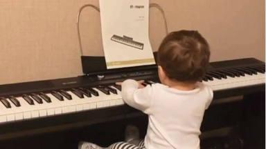 Matteo sigue los pasos de su padre David Bisbal y ya tiene madera de músico