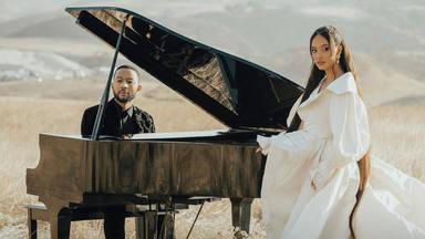 """John Legend participa en """"Minefields"""" de Faouzia compartiendo interpretación, piano y un 'explosivo' videoclip"""