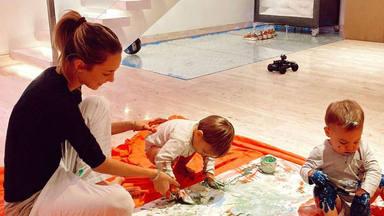 Los hijos de Alice Campello y Álvaro Morata limpian la casa con un año gracias a los valores que les han trans