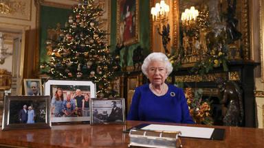Meghan Markle y el príncipe Harry se quedan fuera de la felicitación de Navidad de la Reina Isabel II