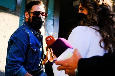 Antonio David Flores atiende a la prensa a su llegada para dar el último adiós a Mila Ximénez