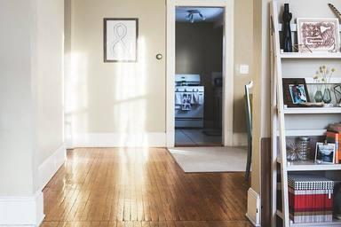 Barcelonaajorna el cobrament del lloguer de pisos públics fins al juliol