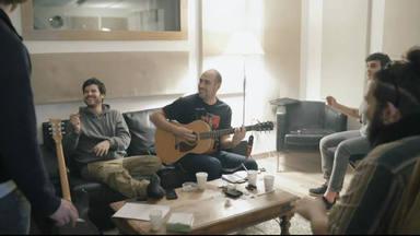 """Cafés, sudaderas y estudio de grabación protagonizan el vídeo de Taburete de cómo se hizo """"Abierto en vena"""""""