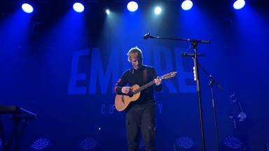 Ed Sheeran interpreta dos canciones inéditas de su próximo álbum 'Equals' en un concierto en Inglaterra