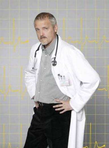 Jordi Rebellón caracterizado como el doctor Vilches en Hospital Central
