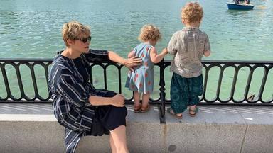 """Tania Llasera quiere que sus hijos crezcan en libertad: """"Me gusta verles así"""""""