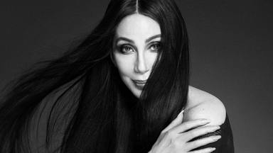 """Cher y diversos artistas desde Ava Max a Kylie Minogue cantan """"Stop Crying Your Heart Out"""" de Oasis"""
