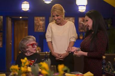 América y Alaska en 'Cena con mamá' con Cayetana Guillén Cuervo