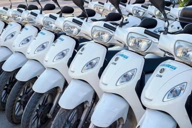 Els usuaris de motos de lloguer que es saltin les lleis no podran tornar a agafar-les