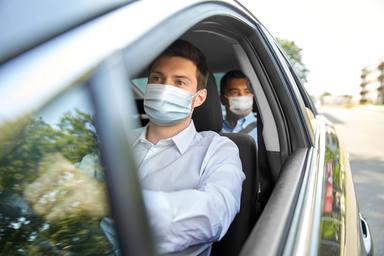 Multa de 100 euros por no llevar mascarilla en el coche
