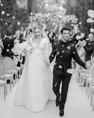 Joe Jonas y Sophie Turner el día de su boda