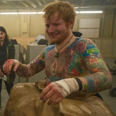 Ed Sheeran lleva años planeando su seguiente tautuaje y sera la firma más especial