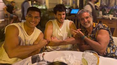¿Quién lo tiene más grande, Carlos Rivera o Sebastián Yatra?: Demostración de bíceps en plena calle