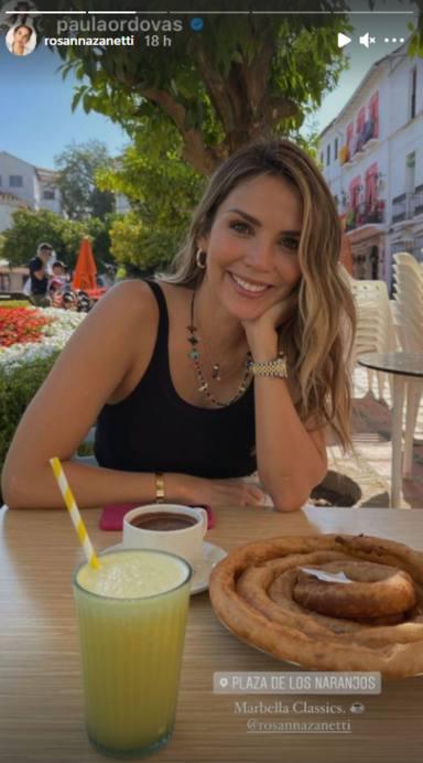 La mujer de Bisbal disfrutando de sus vacaciones por Marbella