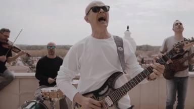 Celtas Cortos están de estreno con 'Escondido', el nuevo tema que llega con un alegórico videoclip
