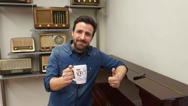¿Quieres ganar esta taza de CADENA 100 firmada por Funambulista?