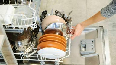 Brochas, gorras, chanclas y otras cosas que nunca pensaste que se podían lavar en el lavavajillas